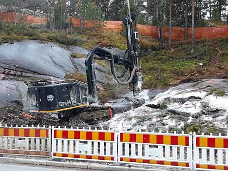 Louhintoja käynnistettiin Roihupellon hiidenkourulla maanantaina.