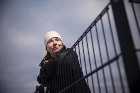 Leena Saijonmaa-Koulumies on Suomen arvostetuimpia eläinlääkäreitä, jolla on vuosikymmenien kokemus erityisesti allergisten eläinten hoidosta.