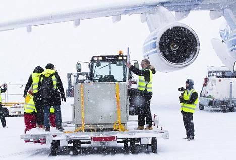 Pandat Pyry ja Lumi saapuivat Suomeen ja Ähtärin eläintarhaan tammikuussa 2017. Heitä vastassa Helsinki-Vantaan lentoasemalla oli sankka lumipyry.