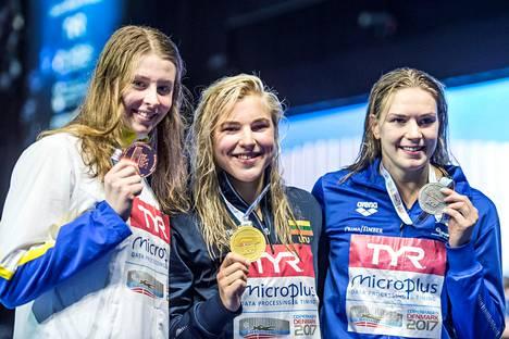 Jenna Laukkanen (oik.) voitti Kööpenhaminassa lyhyen radan EM-uinneissa kaksi hopeamitalia.