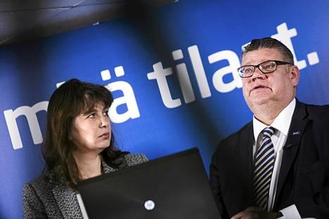 Perussuomalaisten puoluesihteeri Riikka Slunga-Poutsalo ja puheenjohtaja Timo Soini puoluetoimistolla helmikuussa 2015.