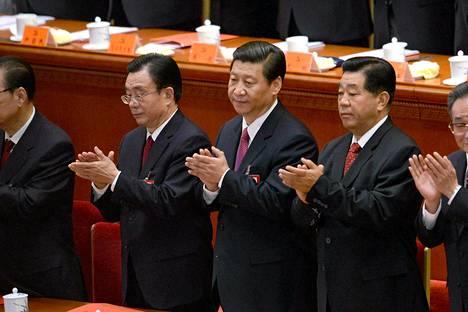 Kiinan varapresidentti Xi Jinping (kesk.) kommunistisen puolueen kokouksessa keskiviikkona.