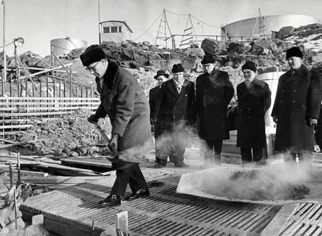 Neste Oy:n petrokemiallisen tutkimuslaboratorion peruskivi muurattiin 13. helmikuuta vuonna 1960 Naantalissa.