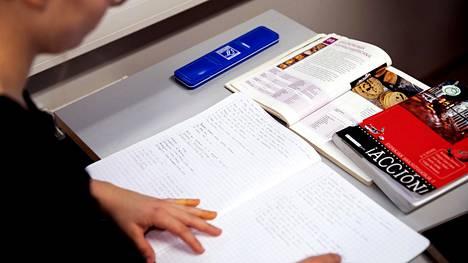 Moni vieraan A-kielen lukija havahtuu lukiossa siihen, että joutuu pendelöimään kieliopintojen takia lukiosta toiseen viikoittain.