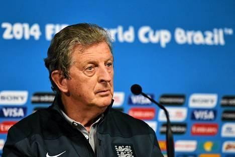 Roy Hodgson ei koe, että hänen pitäisi erota tehtävästään huonojen pelien takia.