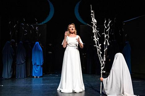 Sopraano Laura Leisma lauloi Norma-oopperan nimiosan.