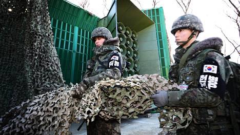 Eteläkorealaiset sotilaat poistivat suojaverkkoa kaiuttimien päältä 8. tammikuuta 2016, kun Etelä-Korea oli ilmoittanut, että se aloittaa tauon jälkeen taas propagandalähetykset kaiuttimilla rajan yli Pohjois-Koreaan. Kyseessä oli yksi vastatoimista ydinkokeelle, jonka Pohjois-Korea oli tehnyt pari päivää aikaisemmin.