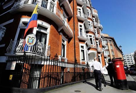 Wikileaksin perustaja Julian Assange majailee Ecuadorin suurlähetystössä Lontoossa.
