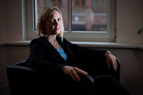 Missään, missä on valtaa ja rahaa, ei koskaan ole takuita siitä, ettei väärinkäytöksiä tapahtuisi, sanoo Saksan Transparency Internationalin suomalainen johtaja Anna-Maija Mertens.