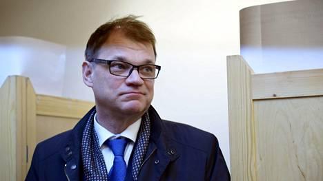 Pääministeri Juha Sipilä (kesk) äänesti ennakkoon kuntavaaleissa Helsingissä keskiviikkona.
