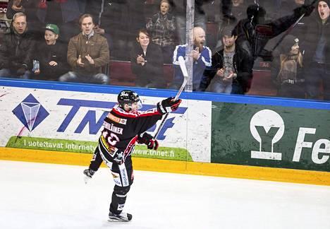 Valtteri Kemiläinen juhli JYPin avausmaalia, kun ottelua oli pelattu vajaat puolitoista minuuttia.