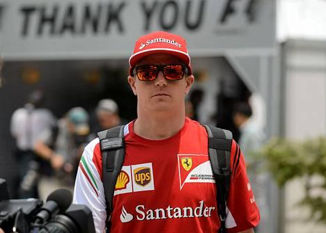 Kimi Räikkönen saapui torstaina Malesian GP:n varikolle.