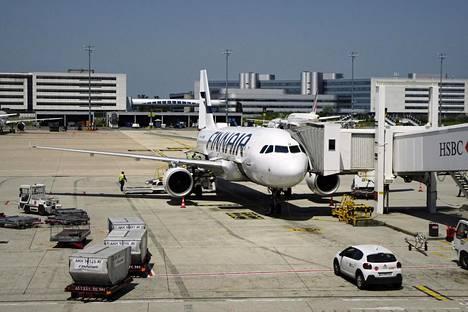 Finnair kertoo lisäävänsä automatisaatiota ja digitalisaatiota asiakaspalveluunsa.