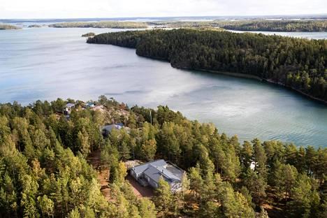Airiston Helmen rakennuksia Nauvon Prostvikissa.