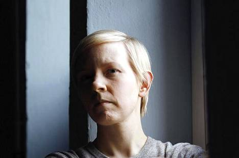 Tiina Rajamäeltä on aiemmin ilmestynyt novellikokoelma Vieras maisema, joka oli Tiiliskivi-palkintoehdokkaana.