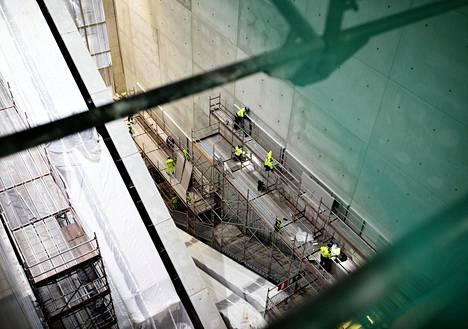 Matka kehäradan asemalta kakkosterminaaliin lyhenee, kun uusi tunneliyhteys liukuportaineen valmistuu.