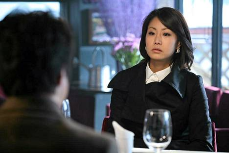 Näyttelijä Shin Eun-Kyung näyttelee Mustan jään korealaistulkinnassa roolia, joka alkuperäisversiossa oli kirjoitettu Outi Mäenpäälle.
