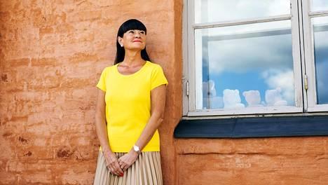 Mielenterveysomaisten keskusliiton toiminnanjohtaja Pia Hytösen mielestä omaisen taakkaa voitaisiin keventää terapiatakuulla.