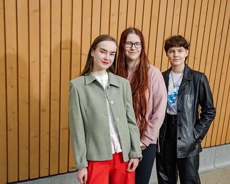 Kallion lukiolaiset Ansa Kurola (vas.), Taika Vaulo ja Mika Palmu ovat mukana järjestämässä lasten, nuorten ja nuorten aikuisten Lanu-kirjallisuusfestivaalia.