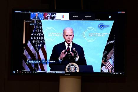 Yhdysvaltain presidentti Joe Biden isännöi ilmastohuippukokousta virtuaalisesti. Eurooppa-neuvoston puheenjohtaja Charles Michel seurasi Bidenin puhetta torstaina Brysselissä.