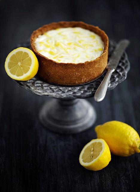 Pääosin rahkasta valmistuva kakku on raikas vaihtoehto paistettavalle juustokakulle.