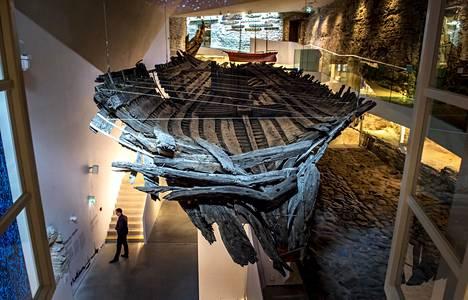 Koggin hylky on näyttävä todiste hansakaupungin vauraudesta. Hylky on vähän lyhyempi kuin alus aikoinaan.