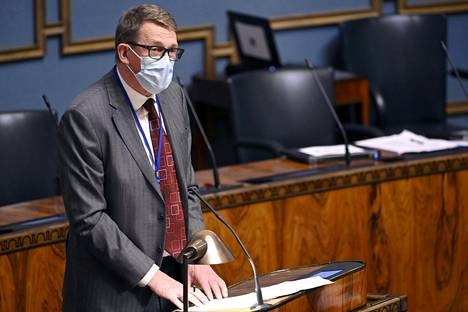 Valtiovarainministeri Matti Vanhanen (kesk) on jaksanut perustella EU:n elpymispaketin merkitystä.