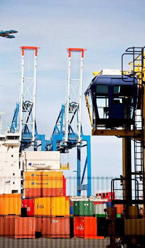 Satamaoperaattori Stevecon kontit jäivät odottamaan ensi viikkoa Helsingin Vuosaaren satamassa. Ahtaajat aloittivat lakon torstaina iltapäivällä. Lakko kestää maanantaihin asti.