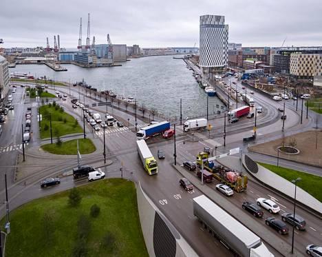 Uuden ajorampin tarkoitus olisi ollut helpottaa Jätkäsaaren alueen liikenneruuhkia.