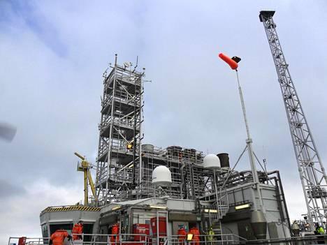Norjalainen öljynporauslautta Kristiansundin edustalla.