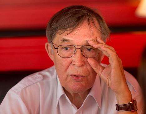 KGB:n Viron-osaston varajohtaja Vladimir Pool on yksi harvoista entisistä KGB:n päälliköistä, joka esiintyy julkisuudessa nimellään. Hän saa eläkettä sekä Virosta että Venäjältä.