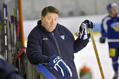 Jari Kurri pitää yhteyttä ulkomailla pelaaviin suomalaiskiekkoilijoihin.