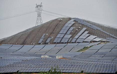 Kiinan Wuhuun rakennettiin aurinkovoimalaa syyskuussa 2014.