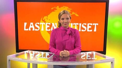 Vastauksia lasten politiikkakysymyksiin esitetään myös HS:n Lasten uutisissa, joita juontaa Fanny Fröman.