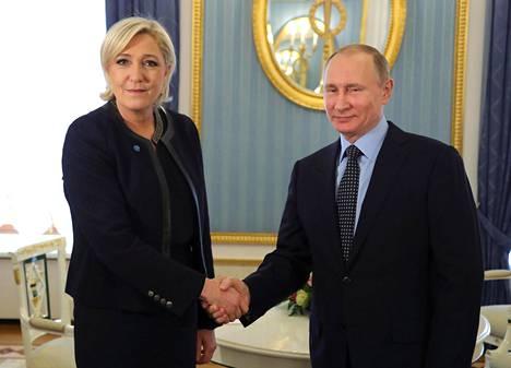 Ranskan Kansallisen rintaman johtaja ja silloinen presidenttiehdokas Marine Le Pen tapasi Venäjän presidentin Vladimir Putinin Ranskan presidentinvaalien alla Moskovassa viime vuoden maaliskuussa.