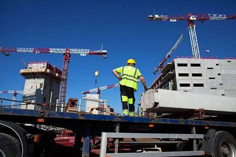 Rakennusinvestointien kasvun tutkimuslaitos arvioi hidastuvan tänä vuonna ja supistuvan ensi vuonna.