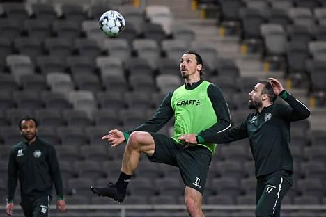 Zlatan Ibrahimović on nauttinut ajastaan Hammarbyn harjoituksissa ja Tukholmassa, jossa hän voi harjoitella paremmin kuin Italiassa koronaviruspandemian aikana.