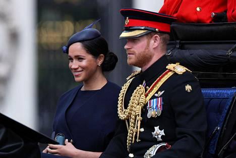 Herttuatar Meghan ja prinssi Harry muuttivat Frogmore Cottageen Windsoriin ennen kuin heidän esikoisensa syntyi. Arkistokuva Lontoossa kesäkuun alkupuolella pidetystä paraatista.
