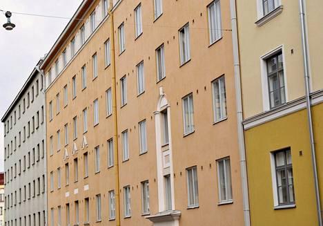 Kerrostaloja Helsingin Kalliossa.
