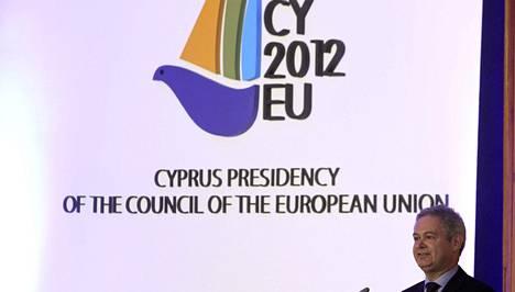 EU-asioiden apulaisministeri Andreas Mavroyiannis puhui tilaisuudessa, jossa EU-puheenjohtajuuden logo julkaistiin.