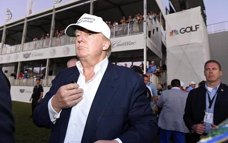 Donald Trump seurasi marraskuussa golfkisaa Miamissa.