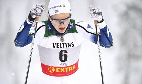 Stina Nilsson kilpaili vielä viime talvena hiihdon maailmancupissa.