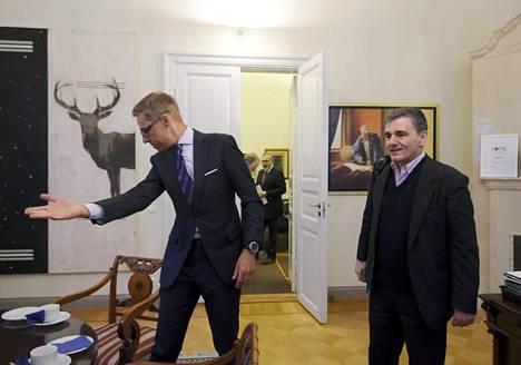 Valtiovarainministeri Alexander Stubb (kok) ja Kreikan valtiovarainministeri Eukleidis Tsakalotos (oik.) tapasivat maanantaina aamupäivällä Valtioneuvostossa Helsingissä.
