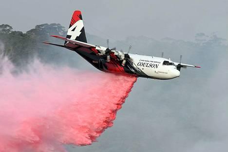Australiassa sammutustehtävissä pudonnut lentokone oli samaa tyyppiä kuin kuvan C-130 Hercules -kone.