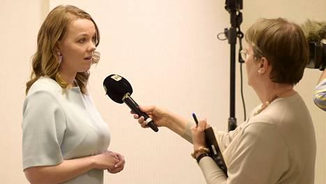 Valtiovarainministeri Katri Kulmuni (kesk) oli Ylen toimittajan haastateltavana ennen hallituksen lisätalousarviotiedotustilaisuuden alkua Helsingissä tiistaina.