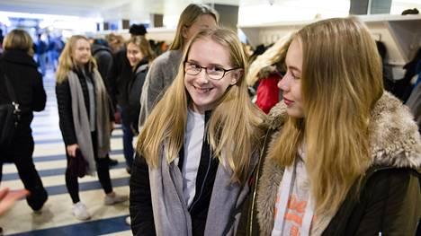 Ronja Wallinin ja Neea Vuorenheimon mukaan varsinkin pitkät päivät saattavat uuvuttaa ja välillä tuntuu, ettei aikaa riitä koulun ohella edes kavereille.