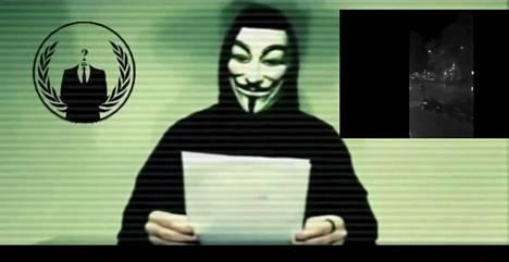 Hakkeriryhmä Anonymous julisti internetiin ladatulla videolla aikovansa kostaa Isisin iskut Pariisiin.