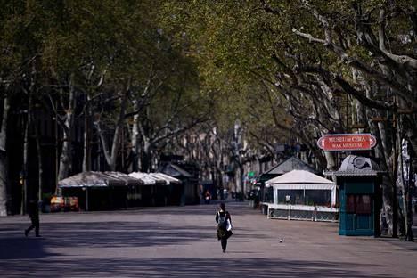 Barcelonan maineikas Las Ramblas -kävelykatu oli lähes autio lauantaina.