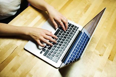 Yleisimpien näppäinkomentojen lisäksi on liuta pikakomentoja, jotka entisestään helpottavat jokapäiväistä tietokoneen käyttöä.