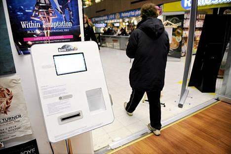 Helsingin asematunnelin Levykauppa Äxässä avattiin Suomen ensimmäinen bitcoin -automaatti joulukuussa.